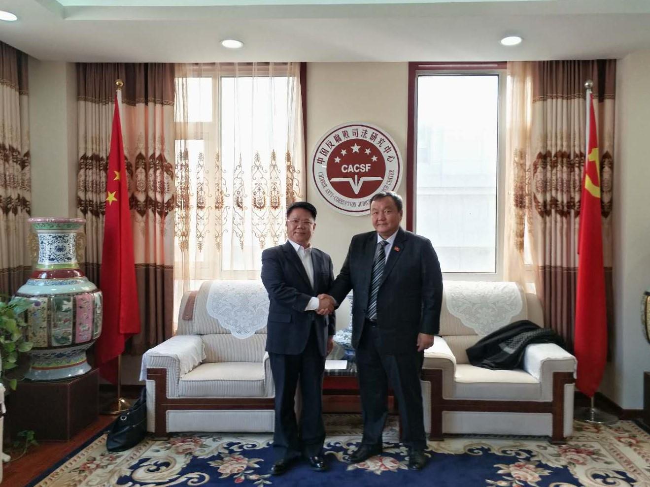 中建联投建设发展有限公司董事长潘启中先生等,针对合作投资项目展开图片